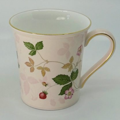 Wedgwood Wild Strawberry Beker met Oor Roze