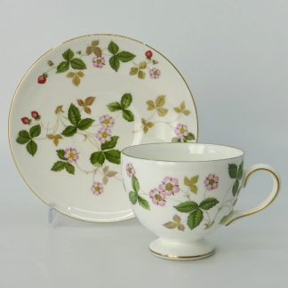 Wedgwood Wild Strawberry Theekop Leigh met Schotel