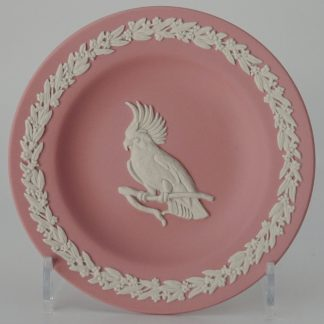 Wedgwood Jasperware Pink on White Miniatuurbord Kaketoe