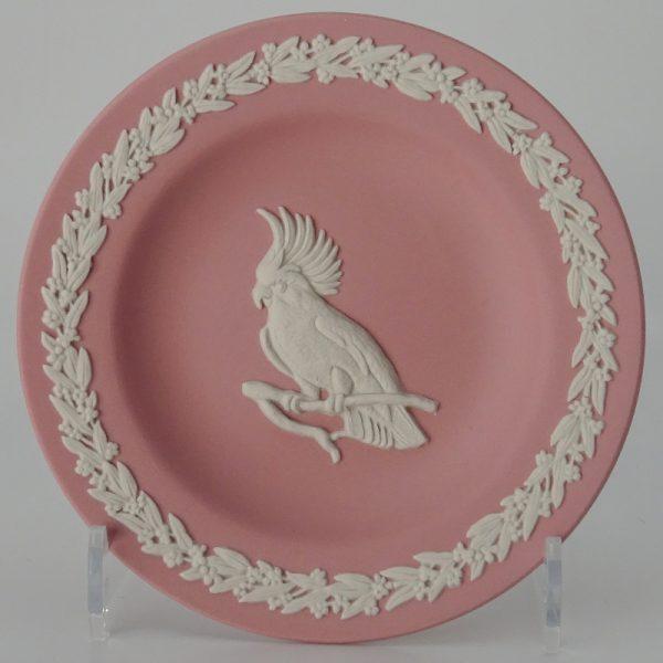 Wedgwood Jasperware Pink on White Miniatuurbord Kaketoe